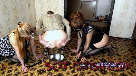 Scatting Girl (ModelNatalya94) Carolina has two slaves on a leash [FullHD 1080p] Amateur, Lesbians