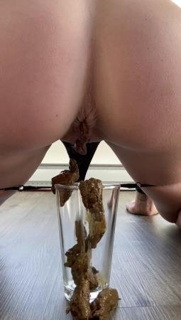 Poop (TheHealthyWhores) Shitting inside a glass after her workout [UltraHD 2K] Scatology, Solo